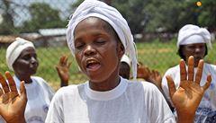 Jedna bylinkářka, 365 obětí. V Sieře Leone spílají ženě za rozšíření eboly