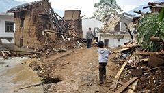 Zemětřesení v Číně nepřežilo 391 lidí, místa jsou odříznuta od světa