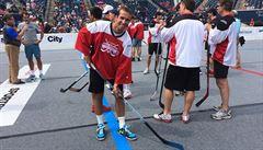 Štěpánek s Federerem hráli v Torontu hokejbal, vyzvali i hvězdy NHL