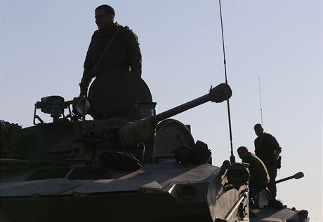 Vypálili jsme u Krymu výstražné výstřely na britský torpédoborec, oznámil Kreml. Výmysl, tvrdí Londýn