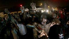 Ve Fergusonu platí zákaz vycházení. Obyvatelé jej však stále porušují