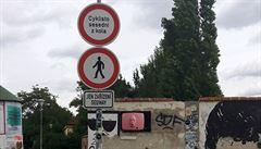 Cyklisté na Kampě žádné úrazy chodcům nezpůsobili, odmítá zákaz aktivista