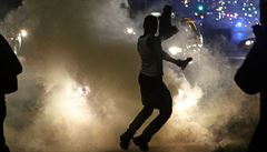 Napětí ve Fergusonu trvá. Guvernér povolal národní gardu