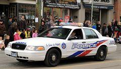 Opilý muž ukradl zasahujícím kanadským policistům auto