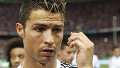 VIDEO: Ronaldovo zatmění. Soupeře udeřil dvakrát pěstí do hlavy