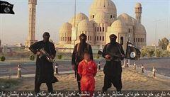 Islámský stát zveřejnil nové video. Zachycuje popravu 21 křesťanů