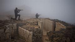 Členové mise OSN se dali do boje s rebely na syrských hranicích