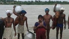 Cestou do porodnice přeplavala řeku. Syn se narodil zdravý
