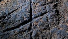 V gibraltarské jeskyni nalezli abstraktní umění neandertálců