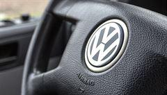 Volkswagen musí stáhnout půl milionu aut. Je v nich zakázaný přístroj