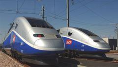 Tisíce cestujících uvízly kvůli poruchám ve vlacích ve Francii. Ze zdravotních důvodů bylo několik lidí evakuováno