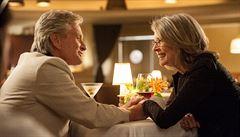 V kinech: Dárce Jeff Bridges kontra komediální duo Douglas - Keatonová