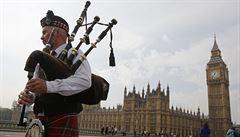 Skotské NE poslalo libru vzhůru. Vůči euru je na tom nejlíp za dva roky