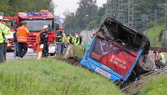 Nehoda na Táborsku. V hořícím autobusu zemřeli dva lidé, šest se zranilo