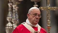 Zavrhování starých lidí je skrytá eutanazie, řekl papež František