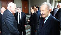 Na pohřbu předlistopadového bankéře Potáče se sešli Klaus, Jakeš i Tykač