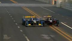Drsná havárie ve formuli E. Prost před cílem sestřelil Heidfelda