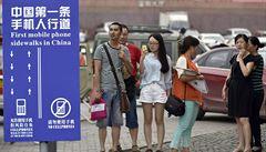 Japonští zombie se smartphony do sebe vrážejí a komplikují dopravu