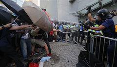Hongkong na rozcestí. Demonstranty za demokracii rozhání slzný plyn