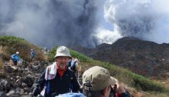 Kvůli erupci uvízlo na sopce 250 výletníků. Nejméně jeden zemřel