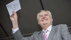 Miloš Zeman vetoval novelu služebního zákona, odmítá náměstky
