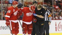 VIDEO: Kolenem přímo do hlavy. Rozhodčí v NHL uzemnil hokejistu