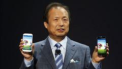 Samsung si dává načas s novým mobilem. To ho sráží za Apple a Čínu