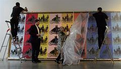 Muzeum Kampa vystaví rozměrný obraz aut od Andyho Warhola