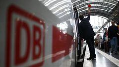 Němečtí strojvůdci bojují za vyšší mzdy. Stávka se dotkne i Česka
