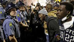 Nový Ferguson? Policista za udušení černocha v New Yorku obviněn nebude