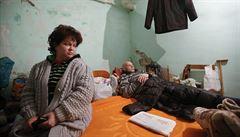 Vojáci pijí a střílejí. A místní se bojí, píše Procházková z Ukrajiny