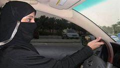 'Za volant a na silnice!' Saúdské Arabky bojují za svá práva