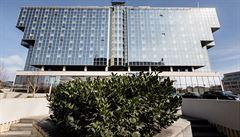 Největší český hotel Hilton je na prodej. Bydlel v něm i Obama