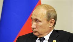 Pád rublu hrozí dalším utužováním režimu, říká o krizi v Rusku expert
