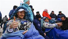 Tři členové posádky ISS se po šesti měsících vrátili na Zemi