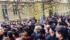Zeman: Demonstrace řvounů 17. listopadu byla ostudou Česka