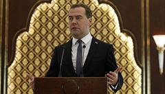 Rusko ztratilo už desítky miliard dolarů, přiznal premiér Medveděv