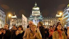 Na koncert Znovu 89 přišly čtyři tisíce lidí. Dorazili i demonstranti