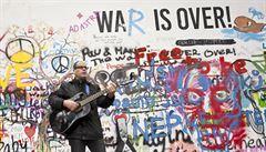 Já miluju život! Lennonova zeď v Praze už má novou tvář