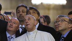 Papež František dorazil do Istanbulu, navštívil Modrou mešitu