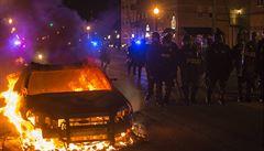 Obama odsoudil násilnosti ve Fergusonu. Protesty se šíří po USA