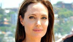 Angelina Jolie se bojí rakoviny. Po prsou si nechala vzít vaječníky