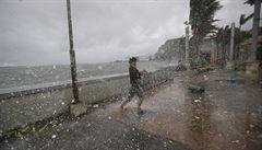 Filipínský tajfun si vyžádal už 21 obětí. Hlavní město je ochromené