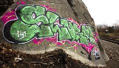 Nevítané graffiti na pražské skále. Štve ochránce přírody i sprejery