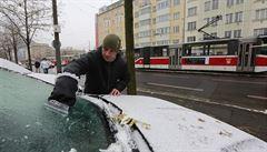 Déšť a sněžení komplikují dopravu. Silnice jsou sjízdné, ale tvoří se ledovka