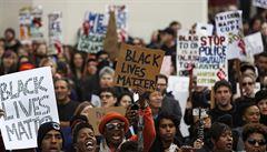 """""""Myslíme to vážně!"""" Lidé v USA demonstrovali proti policejnímu násilí"""