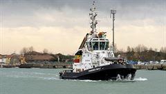 Evakuace hořící lodi skončila. Požár si vyžádal nejméně 10 obětí