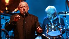 Zemřel populární rockový zpěvák Joe Cocker. Podlehl rakovině plic