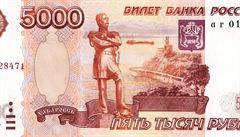 Rubl zpevňuje, vůči dolaru je nejvýše za poslední dva týdny