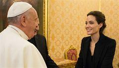 Angelina Jolie se sešla s papežem a představila nový film